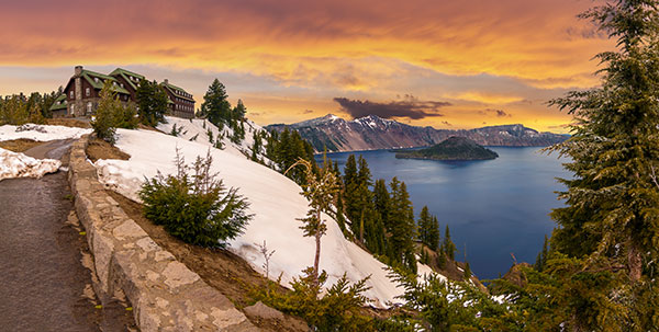 Historic-Crater-Lake-Lodge-by--Josemaria-Toscano