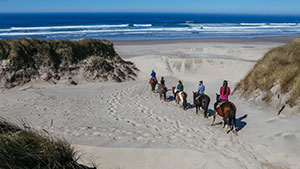 horseback-riding-on-the-beach-florence-oregon-courtesy-of-Travel-Lane-County
